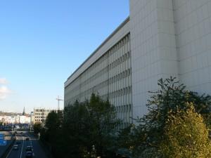 Das ehemalige Bildungsministerium an der Stadtautobahn